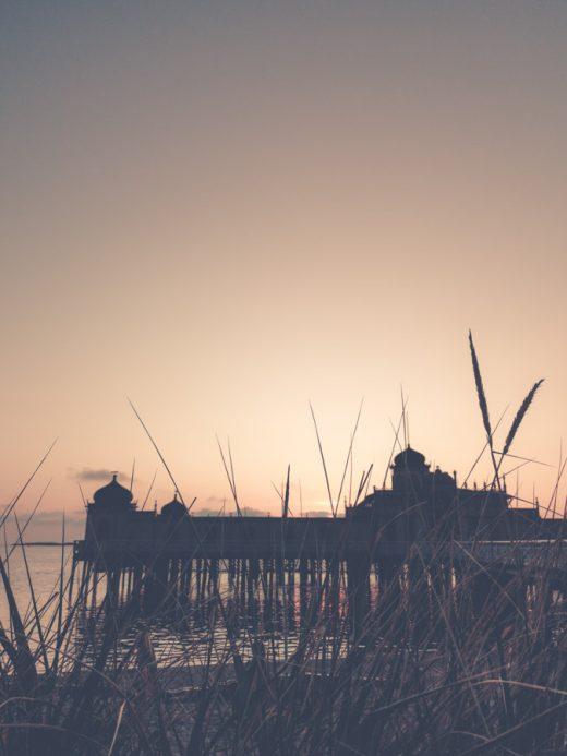 Varbergs kallbadhus i solnedgång
